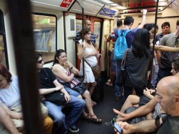 Pasajeros del metro de Madrid