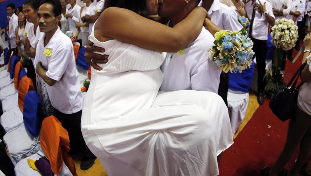 Una pareja de recién casados en Manila