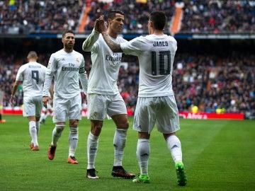 Cristiano y James celebran el segundo gol ante el Athletic Club.