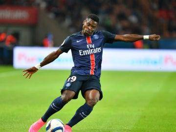 Aurier, en un partido con el PSG