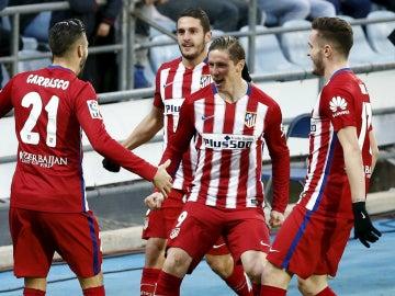 Torres celebra un gol con sus compañeros
