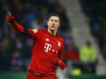 Lewandowski celebra un gol con el Bayern