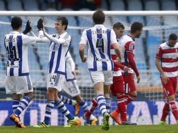 La Real celebra un gol frente al Granada