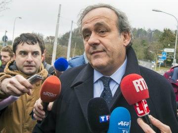 Michel Platini llegando a las instalaciones de FIFA