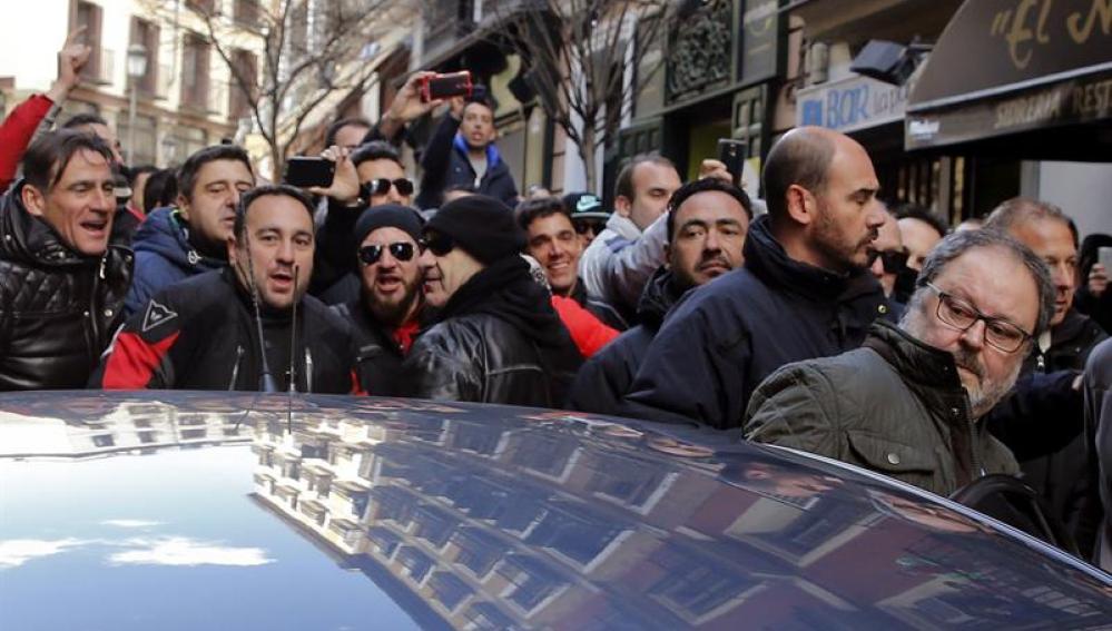 Javier Barbero la salida de las dependencias municipales