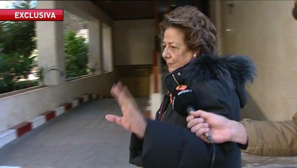 A preguntas de Antena 3 Noticias: Rita Barberá no responde a la pregunta de si piensa dimitir como senadora