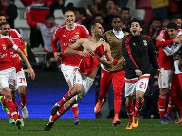 Jonas celebra su gol ante el Zenit