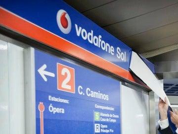 Cartel de la parada de metro Vodafone Sol