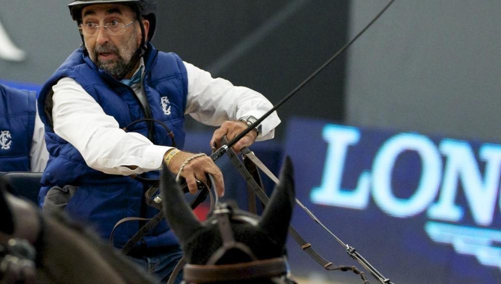 Ernesto Colman, dueño de Vitaldent, durante una competición hípica