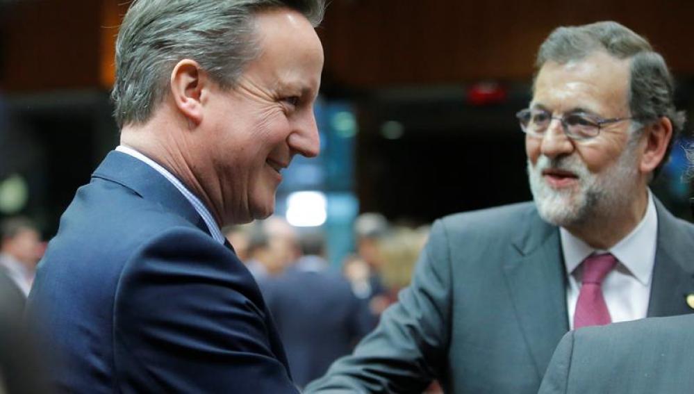 Rajoy le dice a Cameron que lo más probable es que haya elecciones