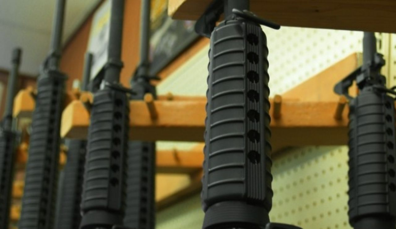 Fusiles en una tienda de armas.