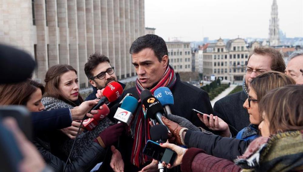 Pedro Sánchez atiende a los medios en Bruselas