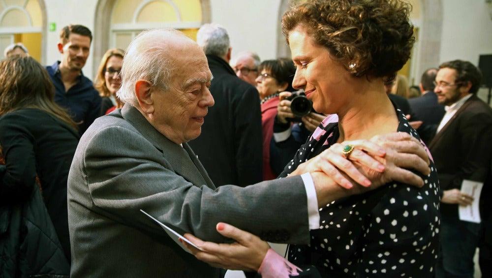 Jordi Pujol da el pésame a la hija de Muriel Casals