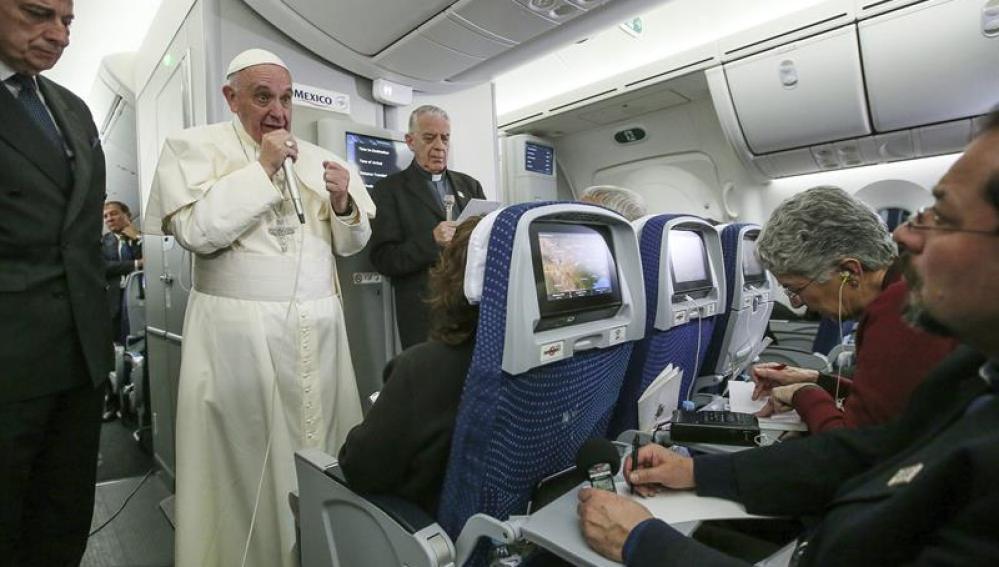 El Papa durante su vuelta a Roma