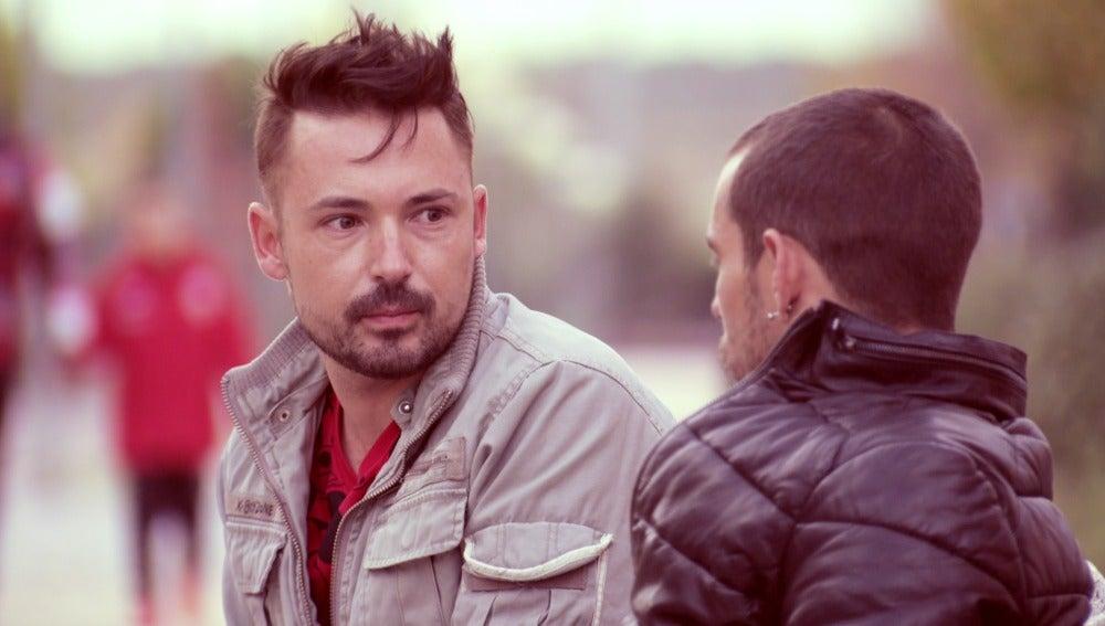 José Ramón duda si firmar el divorcio o no