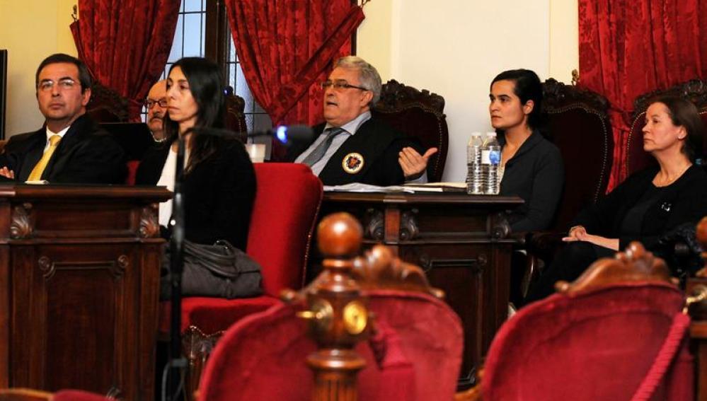 Montserrat González, Triana Martínez y Raquel Gago en el juicio