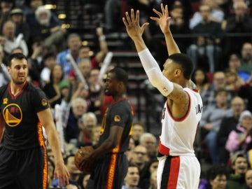 Damian Lillard celebra la victoria contra los Golden State Warriors