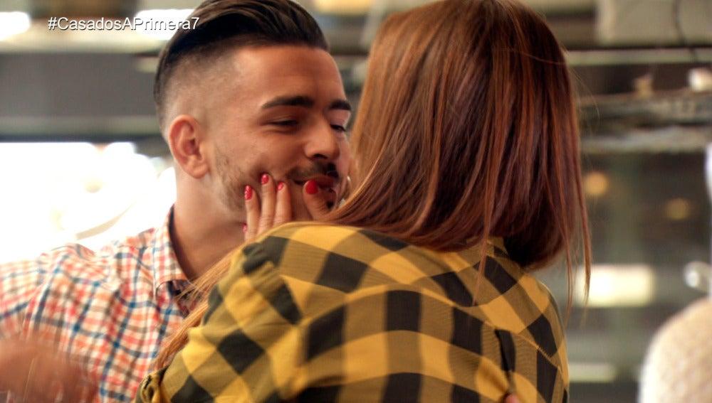Tito besa a una Cristina agobiada ante las críticas