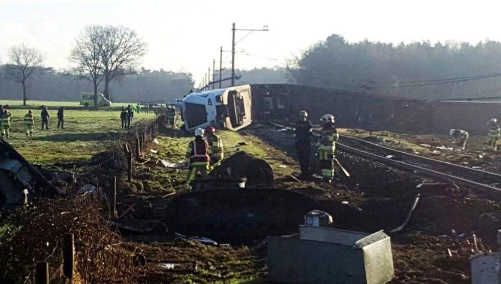 Escenario del accidente de un tren de pasajeros ocurrido en las proximidades de Dalfsen
