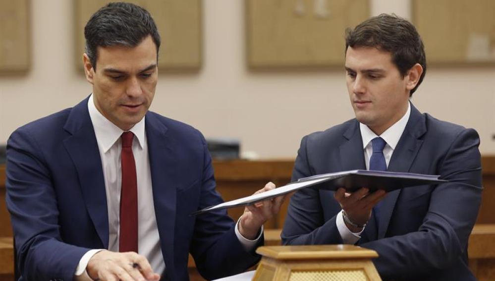 Sánchez y Rivera rubrican el acuerdo entre sus partidos