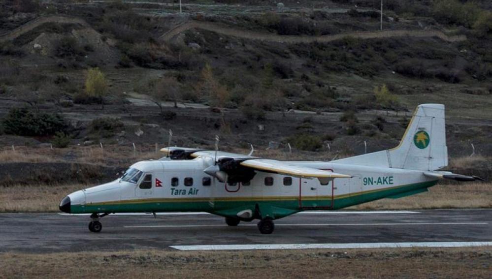 Una avioneta de Tara Airlines durante su aterrizaje en el aeropuerto Jomsom (Nepal)