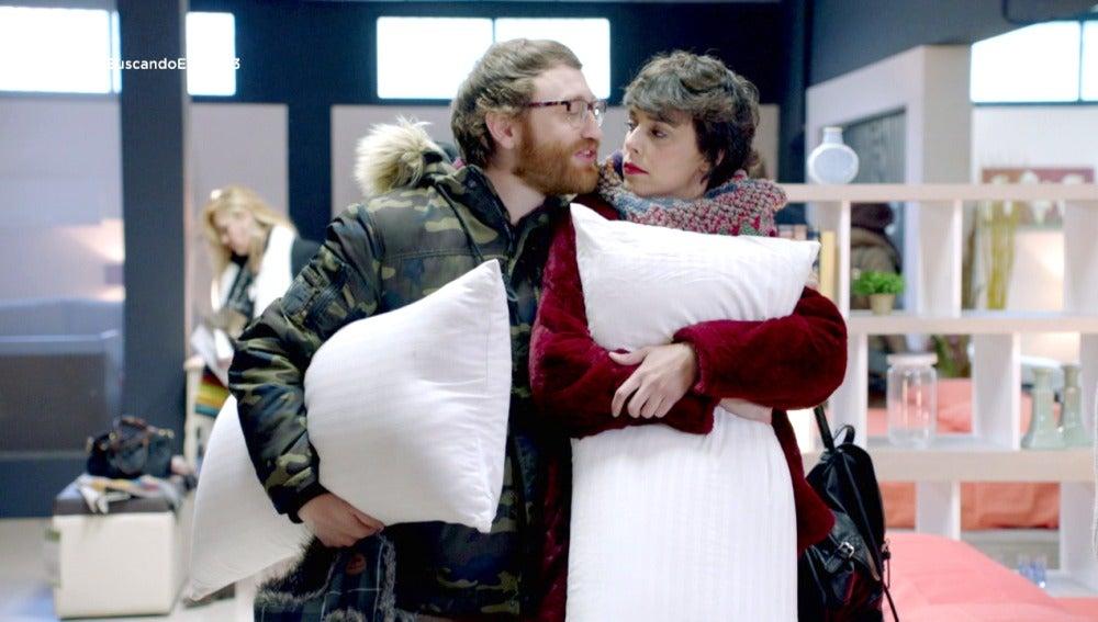Carol y Salva compran sus primeros muebles