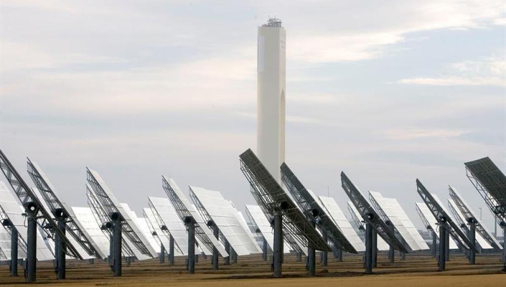 Vista de la planta solar de ABENGOA en Sanlúcar La Mayor (Sevilla).