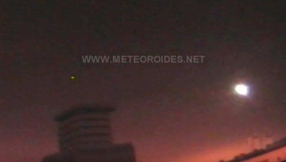Un meteorito genera una gran bola de fuego