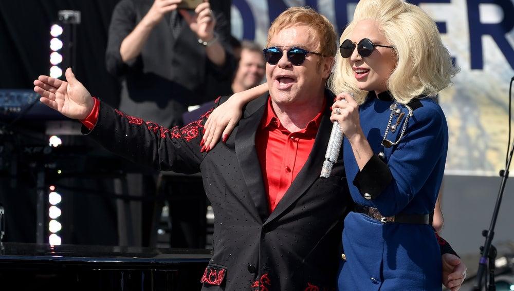 Elton John y Lady Gaga dan un concierto sorpresa en Los Ángeles