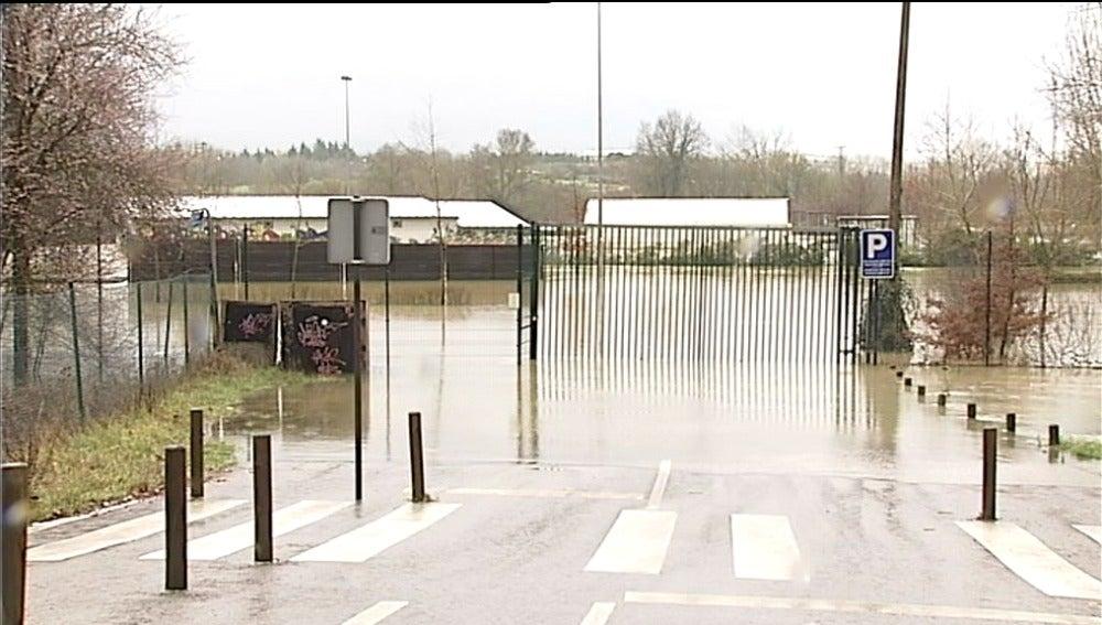 La alerta por inundaciones se mantiene en Vitoria ante la crecida del Zadorra