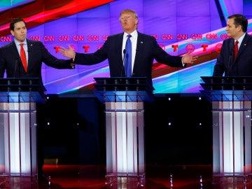 Donald Trump, entre Marco Rubio y Ted Cruz