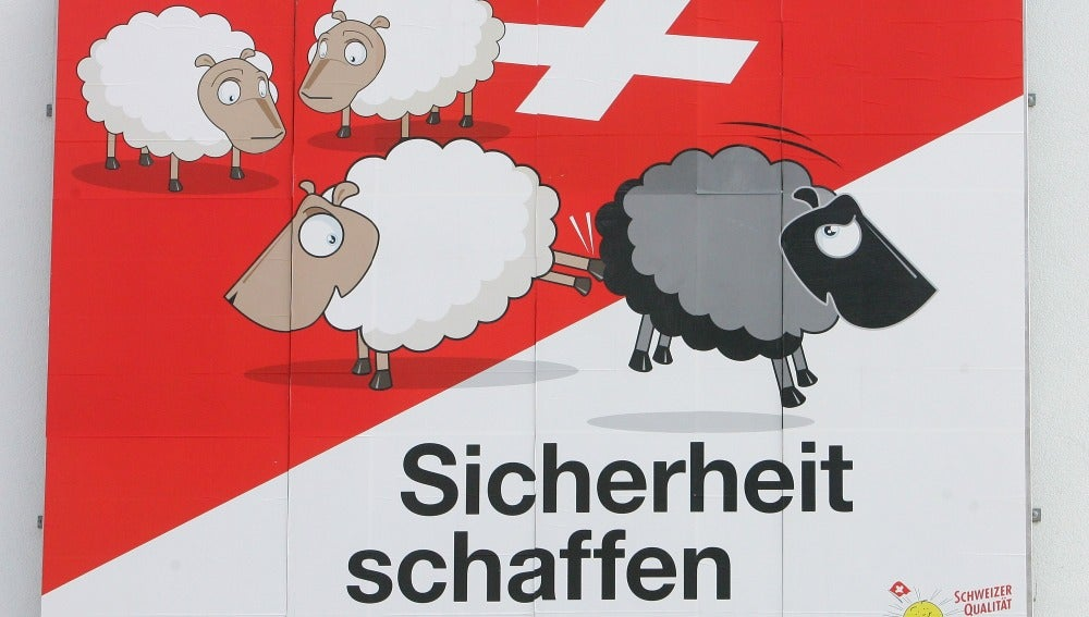 Un cartel propagandístico del Partido Popular Suizo (SVP)