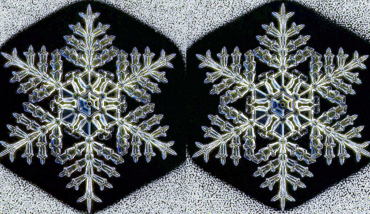 Dos copos de nieve iguales