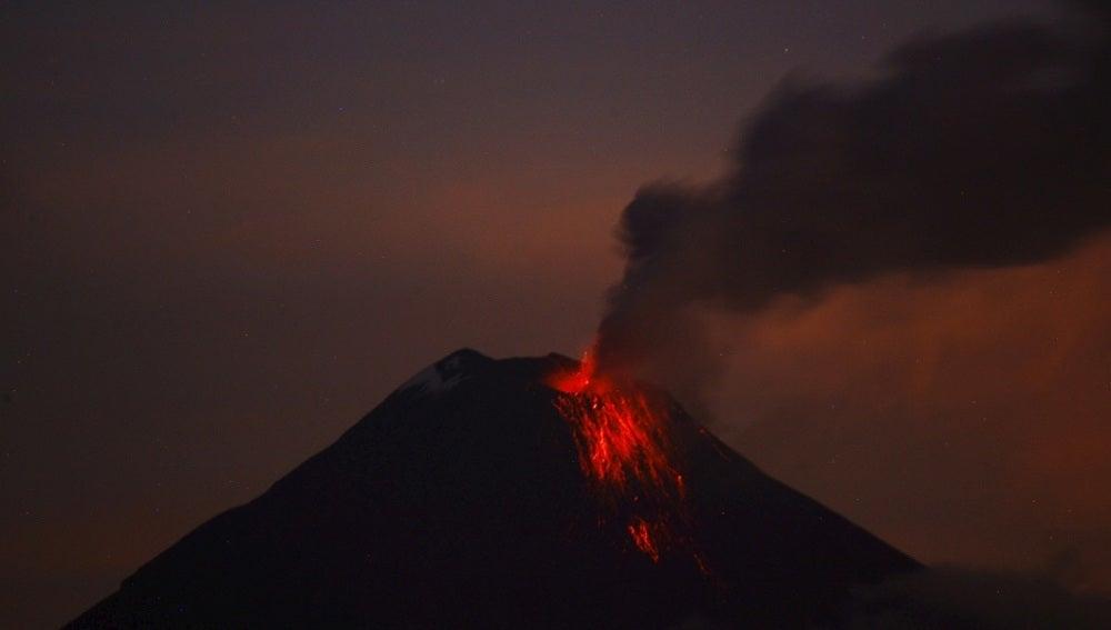 El volcán Tungurahua sigue rugiendo en Ecuador