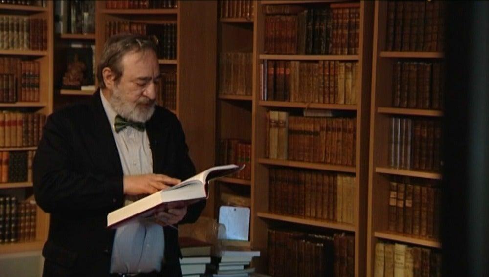 Más de 5.000 ejemplares de 'El Quijote' llenan las estanterías de una sola casa