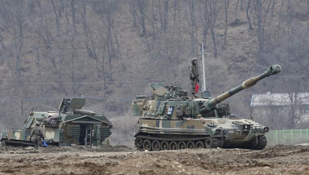 Varios obuses autopropulsados K-55 se despliegan en Corea del Sur