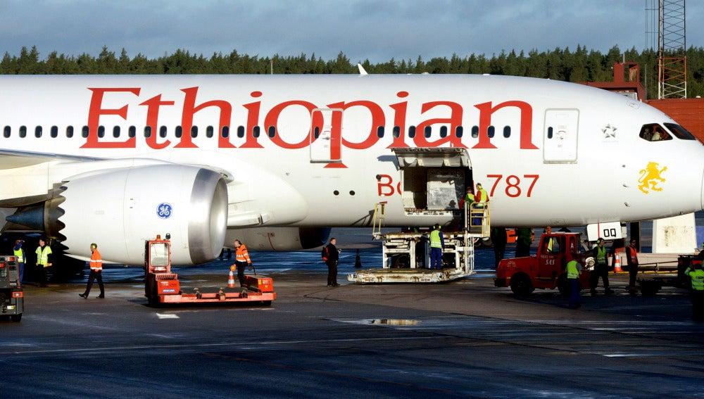 Avión en la pista del aeropuerto de Estocolmo