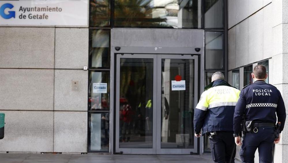 Agentes de la Policía Nacional registran dependencias del Ayuntamiento de Getafe