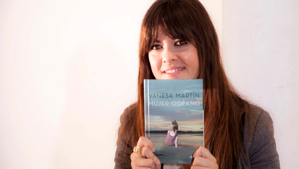 Vanesa Martín, con su libro 'Mujer Océano'