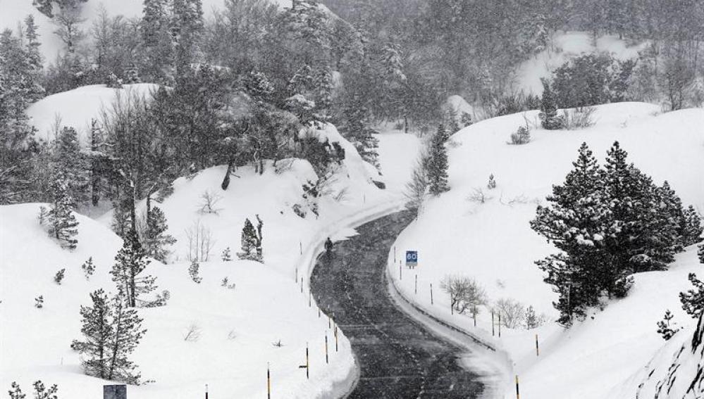 Paisaje nevado en el norte de España