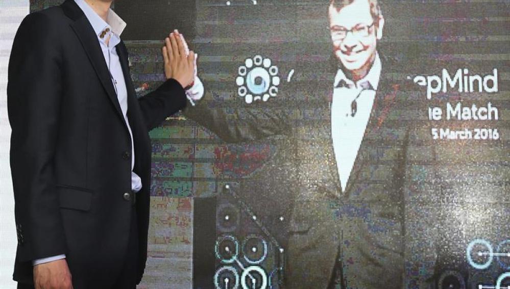 El campeón de Go profesional en una videoconferencia con el CEO de Google