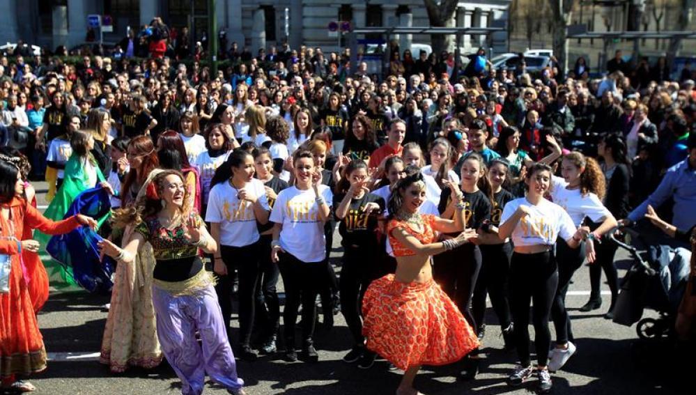 Cientos de madrileños se han sumado a la coreografía