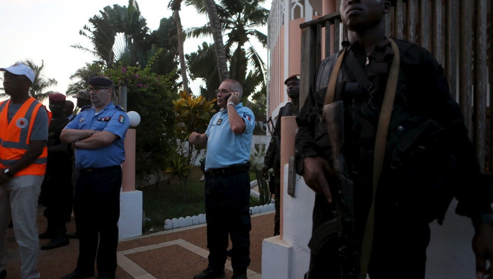 Al menos 16 muertos en un ataque contra un hotel en una zona turística de Costa de Marfil