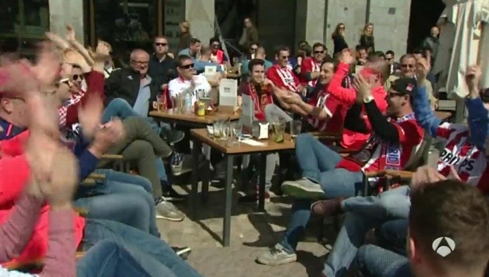 Los aficionados del PSV, en las calles de Madrid