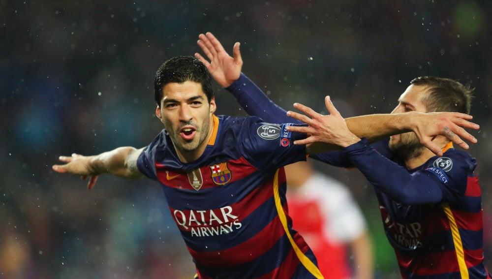 Suárez celebra su gol ante el Arsenal