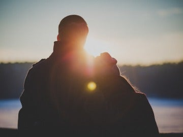 Una pareja joven enamorada