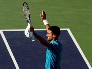 Djokovic, con las manos al cielo