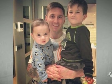 Messi posa junto a sus hijos