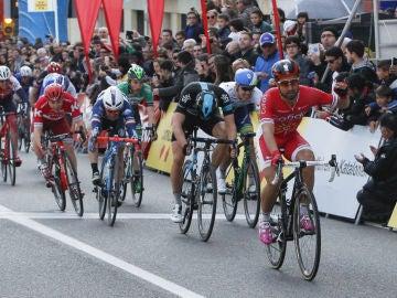Nacer Bouhanni celebra su triunfo en Calella