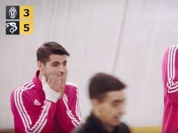 Morata y Pogba sorprendidos por el caño que le hace un campeon de freestyle a su compañero Evra